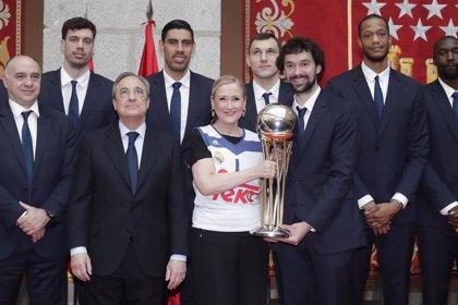 Comunidad y Ayuntamiento reciben a un Real Madrid