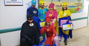 Seis superhéroes llegan al Hospital 12 de Octubre en Madrid para ayudar a...