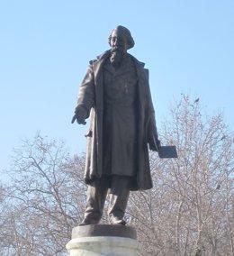 Estatua De José Zorrilla En Valladolid