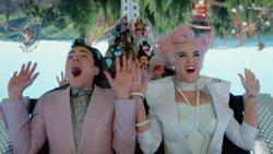 Katy Perry se adentra en un parque temático futurista en su nuevo vídeo: Chained to the Rhythm (UNIVERSAL MUSIC)