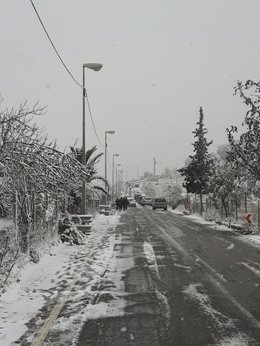 Carretera afectada por nieve, nevada, frío, hielo