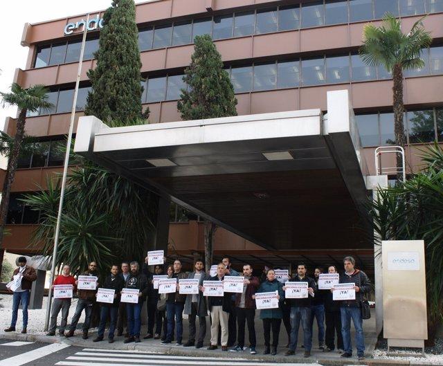 La marcha de la dignidad llama a salir a la calle el 28f for Oficina endesa sevilla