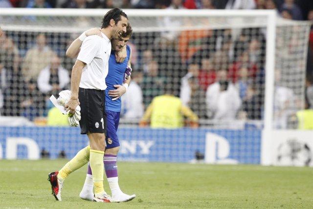 Gianluigi Buffon e Iker Casillas en el Real Madrid - Juventus
