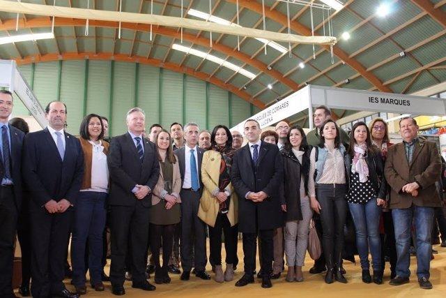 Autoridades durante la inauguración del Salón del Estudiante en Lucena