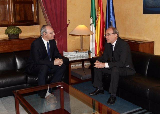 El presidente del Parlamento conversa con cónsul general de Francia en Sevilla
