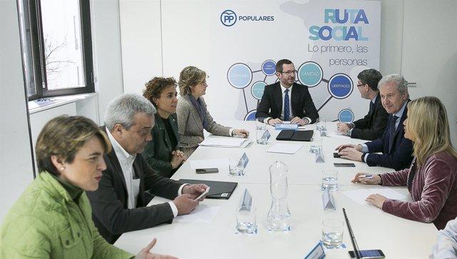 Javier Maroto con ministros Nadal, Tejerina y Montserrat