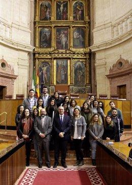 Alumnos del máster de Culturas de Paz de la Cátedra Unesco visitan el Parlamento