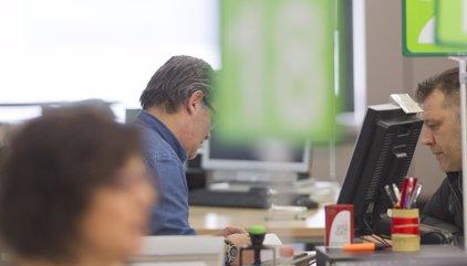 Más de 270.000 empleados de la Junta empiezan a cobrar otro 25% de la paga extra de 2012