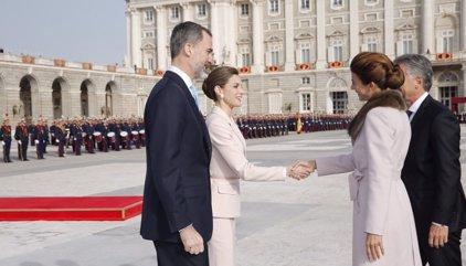 El Rey recibe a Macri con la máxima pompa en el arranque de su visita de Estado