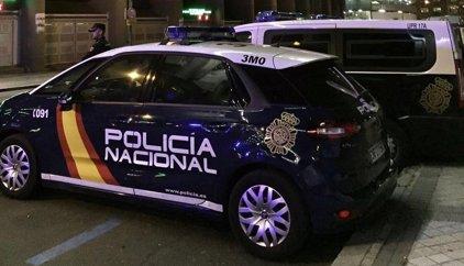 Detenidos dos hombres por intentar arrollar a dos policías con un vehículo robado