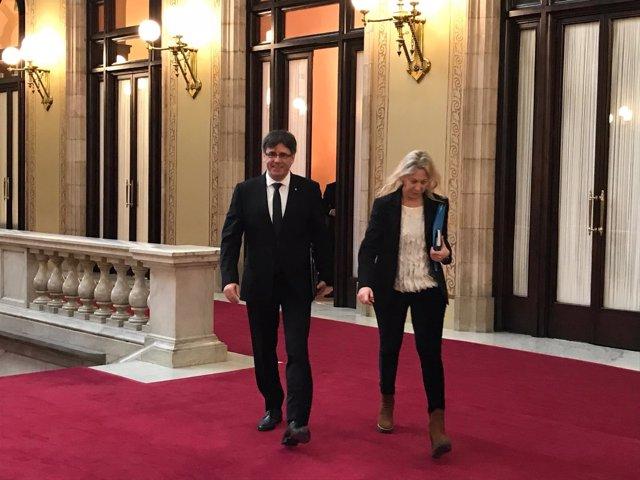Pte.Carles Puigdemont sale de su despachocon la consellera Neus Munté