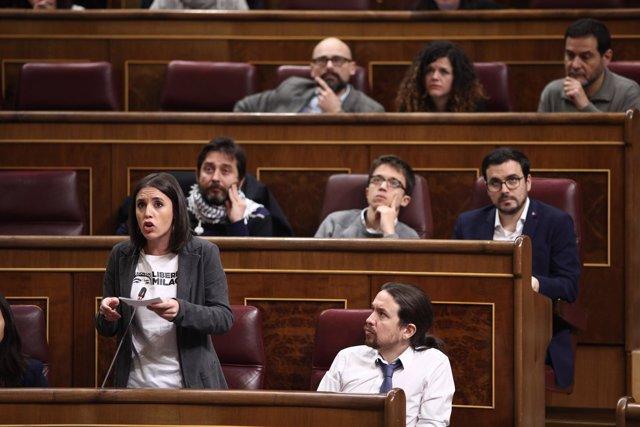 Irene Montero y Pablo Iglesias en la sesión de control al Gobierno en el Congres