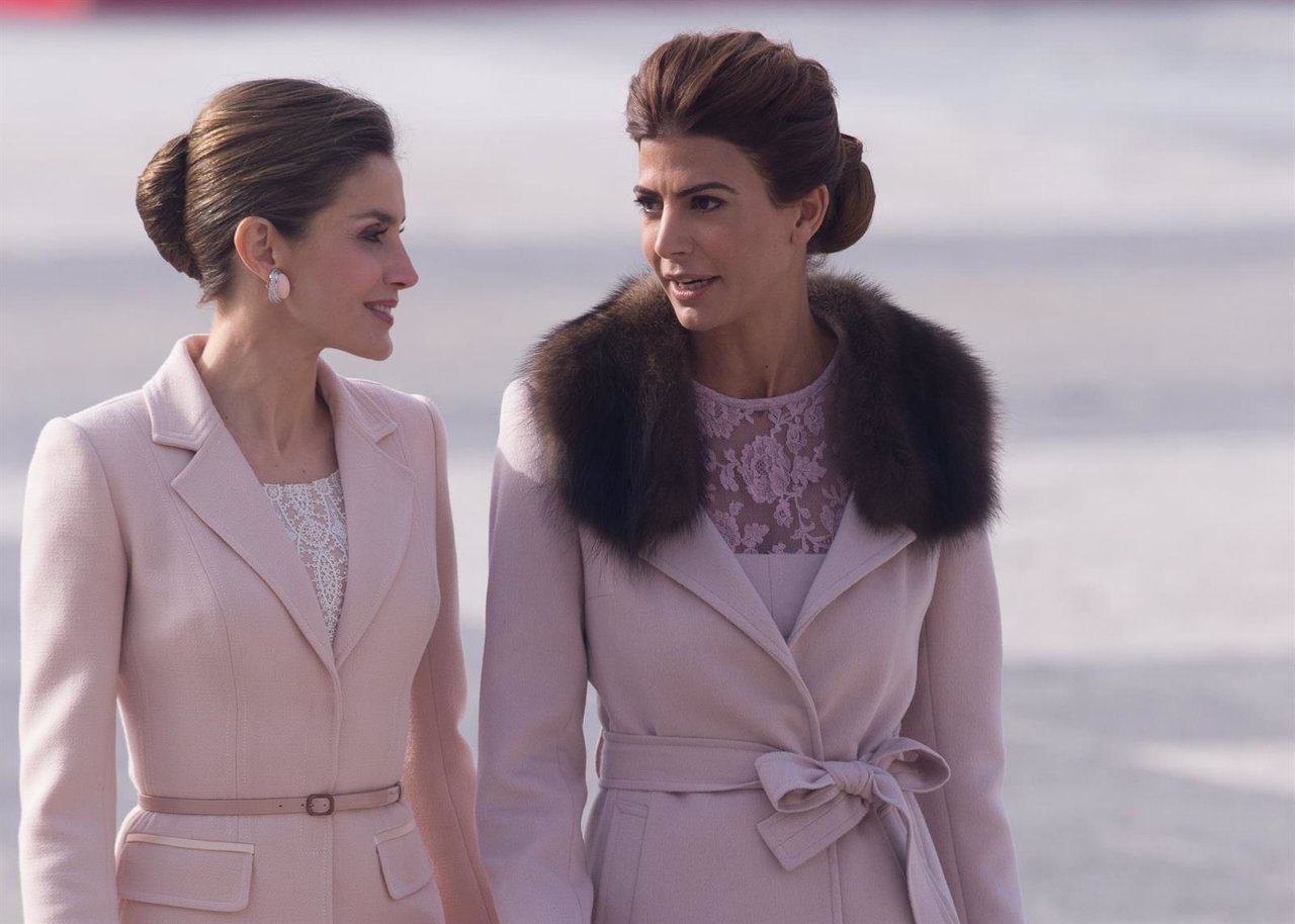 Duelo de estilo entre la Reina Letizia y Juliana Awada
