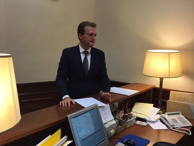 Clemente (C's) registra las preguntas sobre el AVE Murcia-Almería