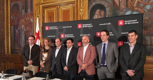 A.Valls, R.M. De Larra, S.Moreno, G.Pisarello, J.Cruz, P.Ortiz y X.Massa