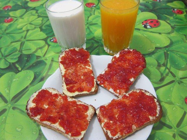 Desayuno, merienda, leche, tostadas, zumo de naranja, mantequilla, mermelada