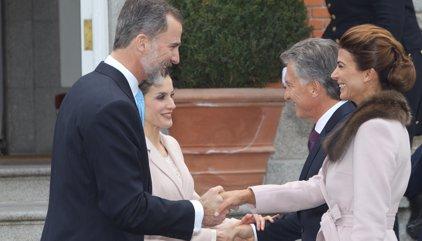 Los Reyes entregan a Macri la condecoración de la Orden de Isabel la Católica
