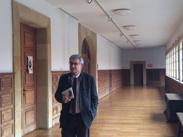 El rector, Santiago García  Granda.