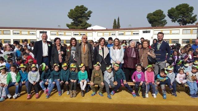 Autoridades y alumnos durante las celebraciones