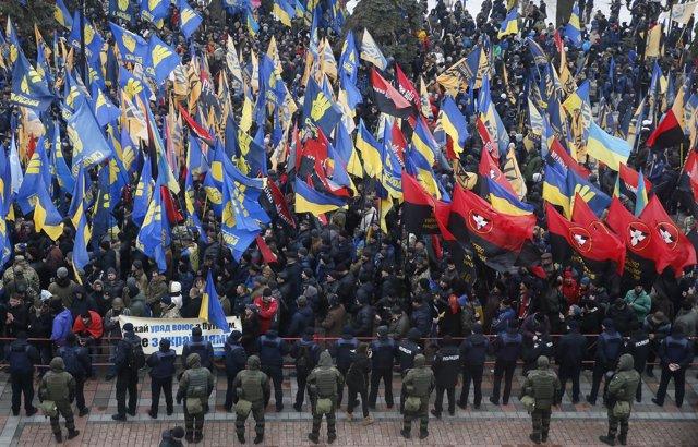 Manifestación convocada por nacionalistas y conservadores en Kiev