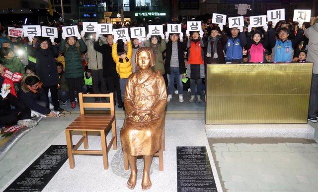 Estatua por las 'mujeres de confort' en Busan, Corea del Sur