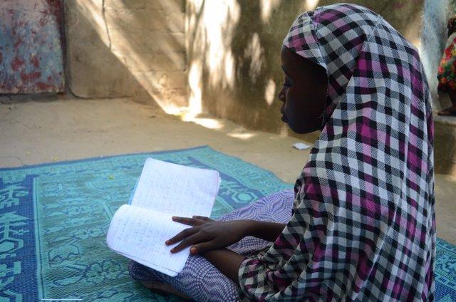 Adama acude a una escuela de Save the Children en Borno, Nigeria