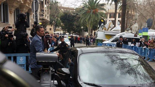 Iñaki Urdangarin abandona la Audiencia tras la vista de medidas cautelares
