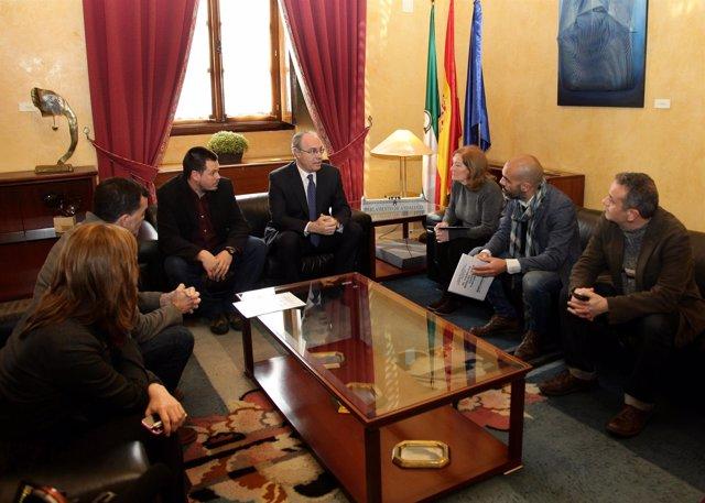 Familiares de García Caparrós reunidos con Juan Pablo Durán y diputados de IU-CA