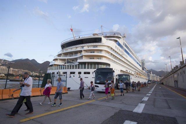Crucero en el puerto de Santa Cruz