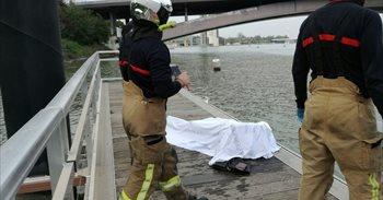 Bomberos recuperan en Sevilla un cadáver del río Guadalquivir a la altura...