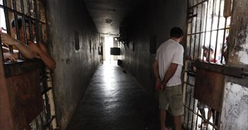 Mueren cinco presos y otros 35 resultan heridos en un enfrentamiento en...