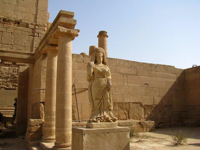 Estatua en el templo de Hatra, en Irak