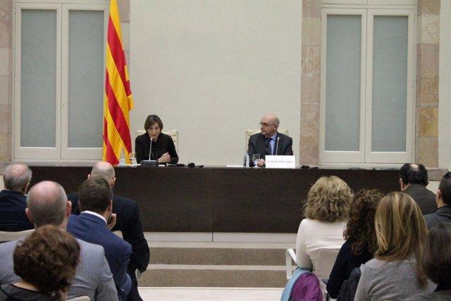 La presidenta del Parlament Carme Forcadell y el director de la OAC M.A.Gimeno