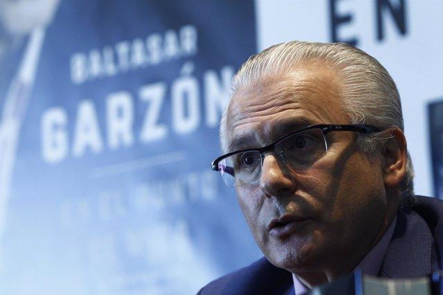 El exjuez de la Audiencia Nacional Baltasar Garzón presenta su libro