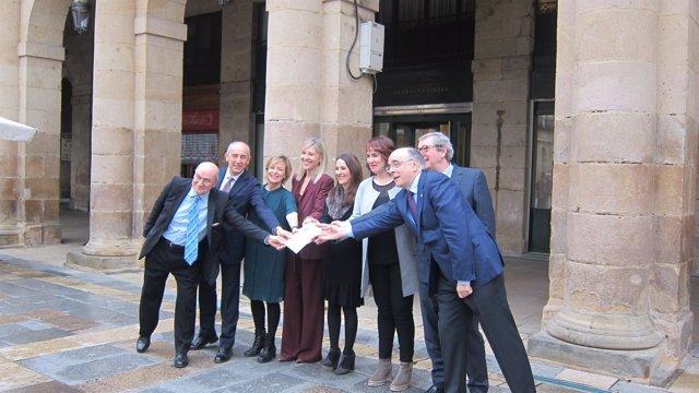 Los presidentes de los parlamentos de Euskadi y Navarra en Euskaltzaindia