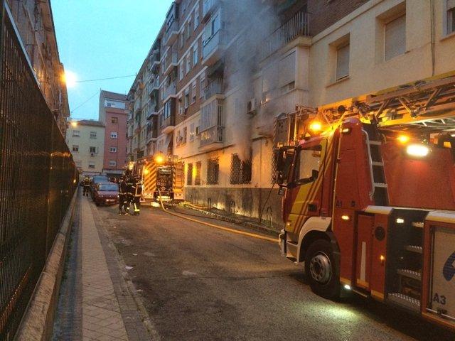Bomberos en el lugar del incendio