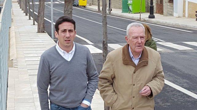 El diputado Óscar Liria y el alcalde de Chercos visitan las obras en el acceso.