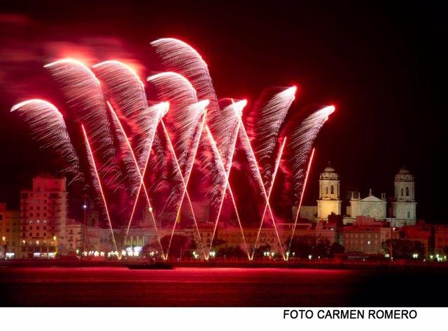Fuegos artificiales en Carnaval de Cádiz