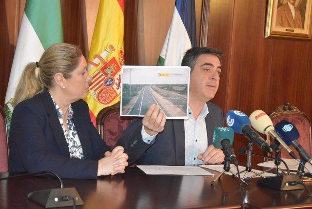 Los concejales de Lepe (Huelva) Jesús Toronjo y Bella Pilar Coro.