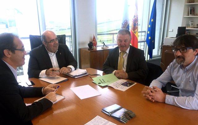 Oria se reúne con el alcalde de Villaescusa
