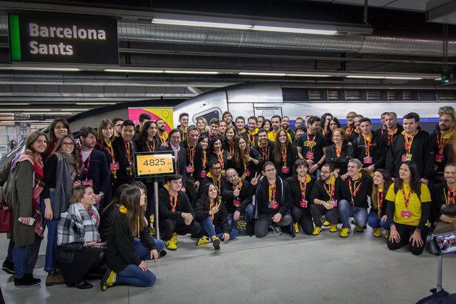 Participantes del Imagine Express, a su salida en Sants (Bcn)