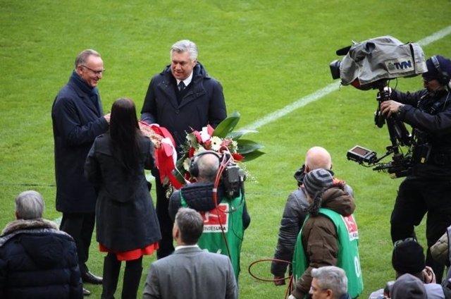 Ancelotti, homenajeado por el Bayern