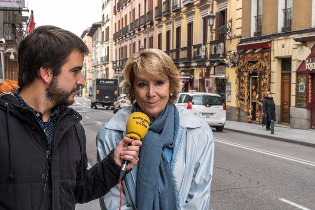 El periodista Ricard Ustrell y Esperanza Aguirre