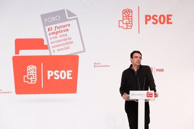 El portavoz de la Gestora, Mario Jiménez, en la clausura del foro económico