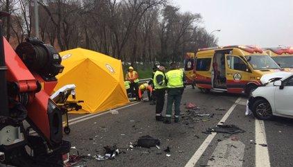 Muere un hombre de 35 años y una mujer resulta herida grave en un accidente entre dos turismos en la A-3