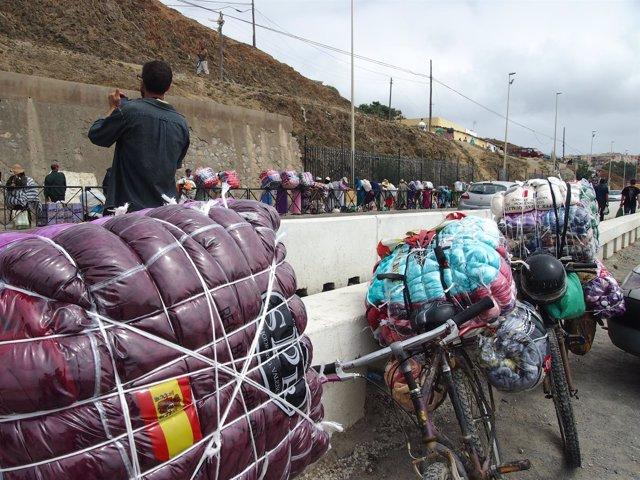 Zona fronteriza de Ceuta con el paso de porteadores