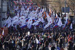 Rússia.- Milers de persones marxen a Moscou per commemorar l'assassinat del líder opositor Boris Nemtsov (SERGEI KARPUKHIN / REUTERS)