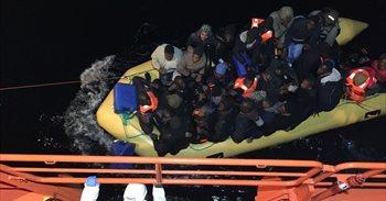 Trasladadas a las costas andaluzas más de 100 personas rescatadas de...