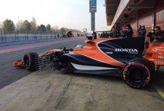 El MCL32 d'Alonso s'avaria res més sortir a pista a Montmeló (MCLAREN)
