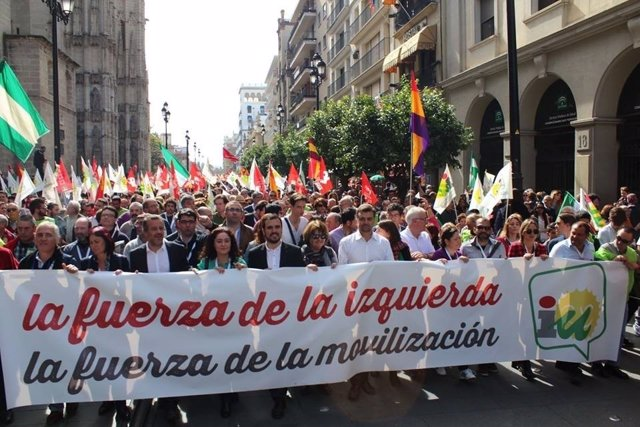 Maíllo y Garzón, detrás de la pancarta de IU en Sevilla